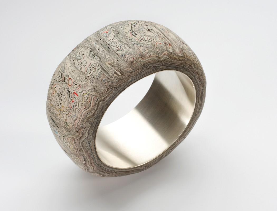 Klejnoty z makulatury - biżuteria Marzeny Krupy