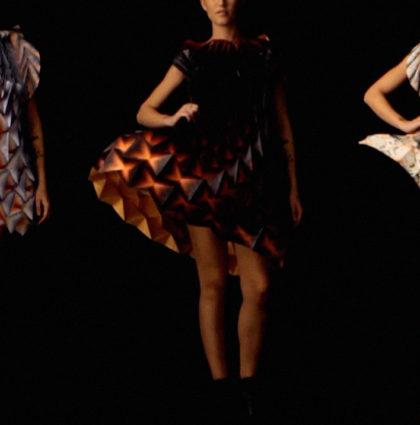 Bershka ubrana w origami