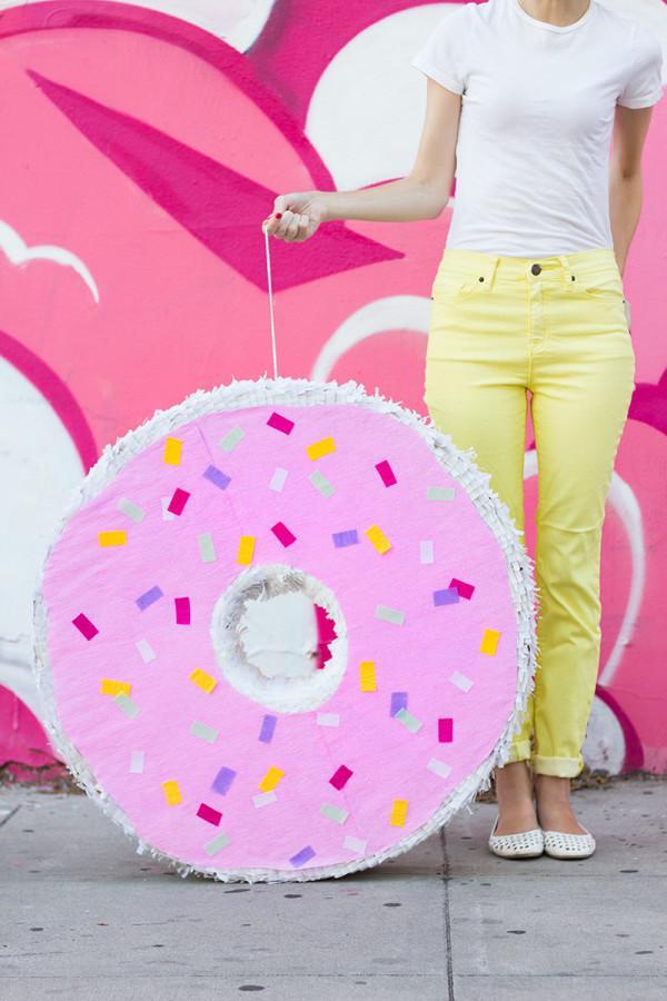 DIYStudio Donut-Pinata