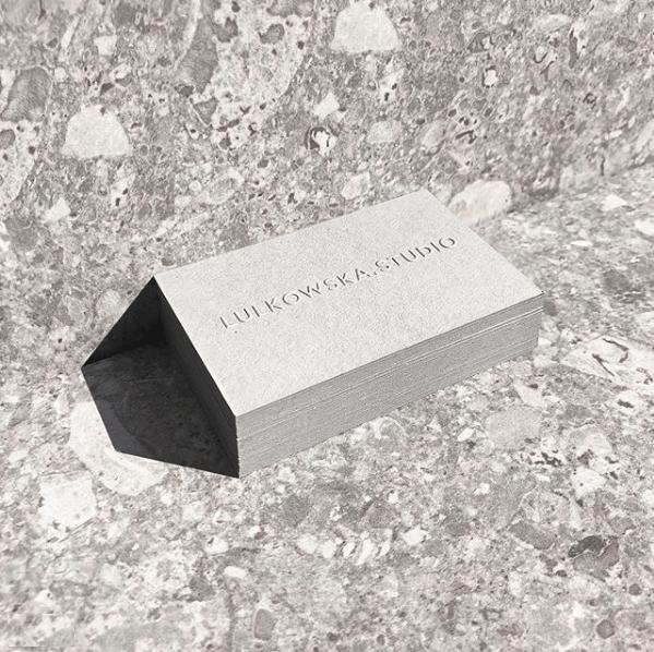 Wizytówki dla Lulkowska Studio, realizacja: Reprint, papier: Gmund Urban Cement.